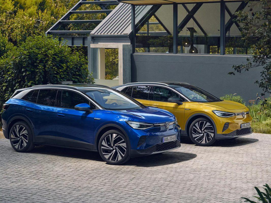 Deux modèles ID4 Volkswagen bleu et jaune